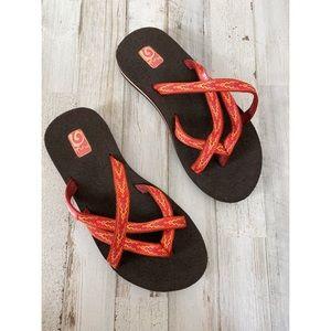 Teva Olowahu cushioned slide sandals size 5